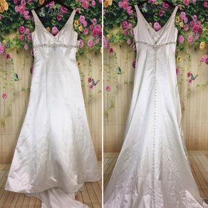 Dresses & Skirts - Wedding Dress Beads Rhinestone Candlelight Size 12